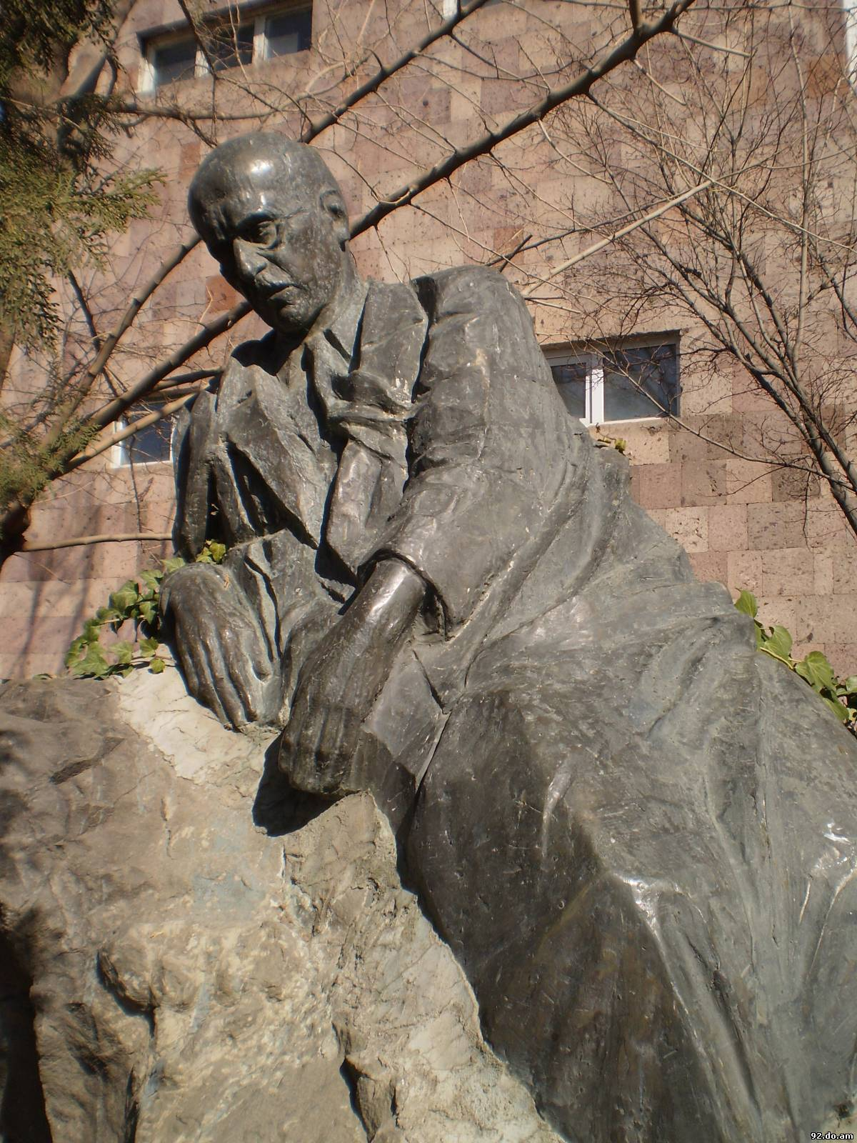 Levon Tokmajyan's statue of Vahan Tekeyan was unveiled in a grove of trees next to the eponymous school in 1990.