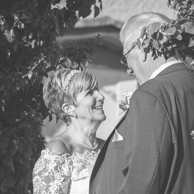 Lovely day at the Rhosfynnach in Rho on sea.  #shinymemoriesphotography #northwaleswedding #northwalesweddingphotographer #thekiss #seasideweddings #sonyalpha