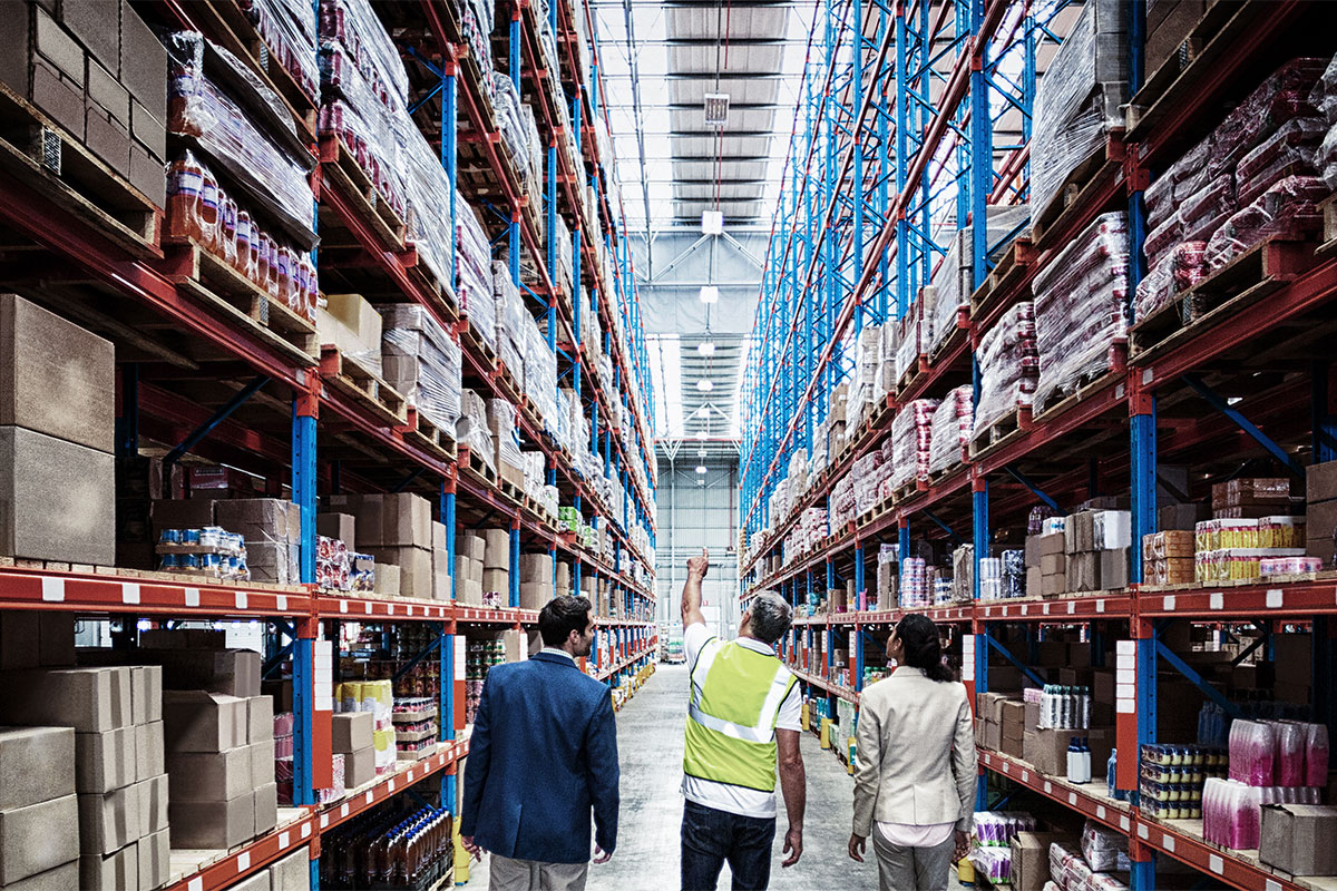 internal-warehouse-vs-3PL-fulfillment-services-choosing-the-right-solution-for-your-business.jpg