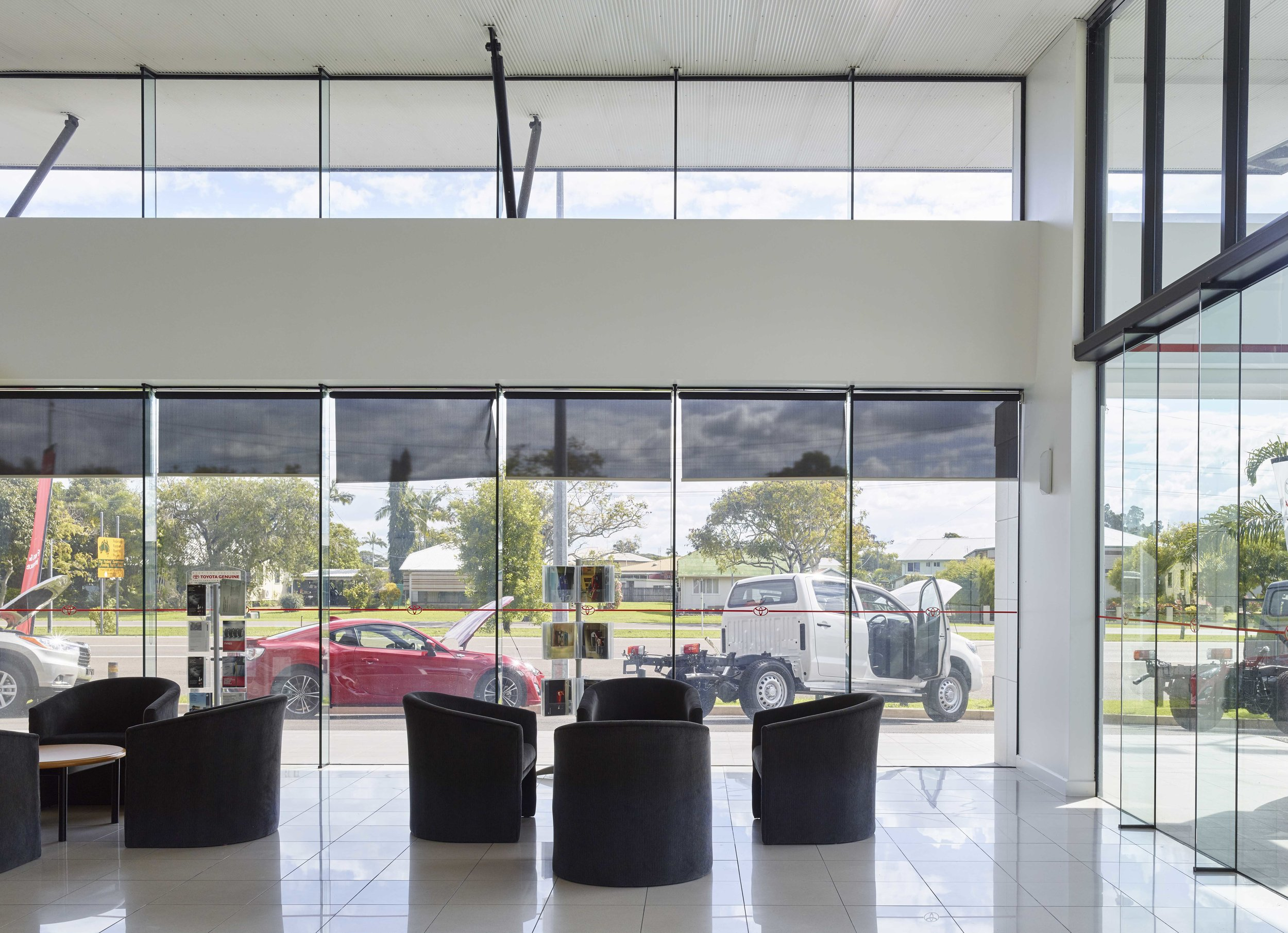 Guymer-bailey-architects-Toyota-Ingham-03.jpg