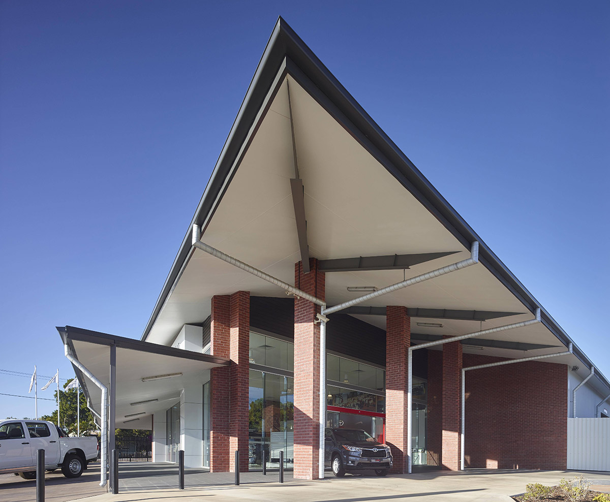 Guymer-bailey-architects-Toyota-Charters-Towers_02.jpg