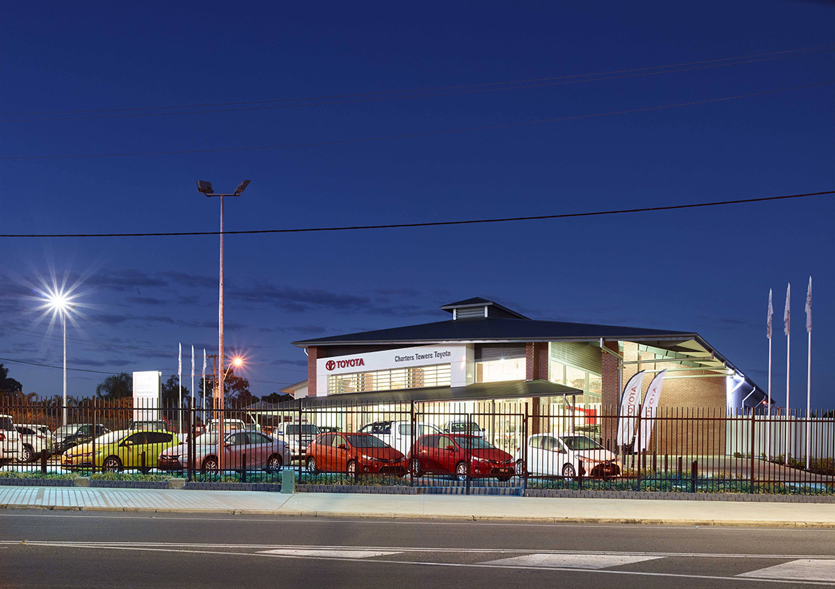 Guymer-bailey-architects-Toyota-Charters-Towers_01.jpg