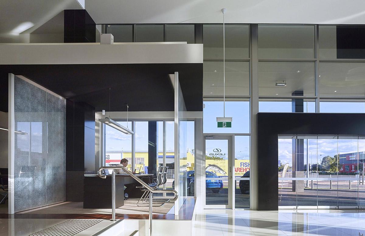 Guymer-bailey-architects-Townsville-Toyota-04.jpg