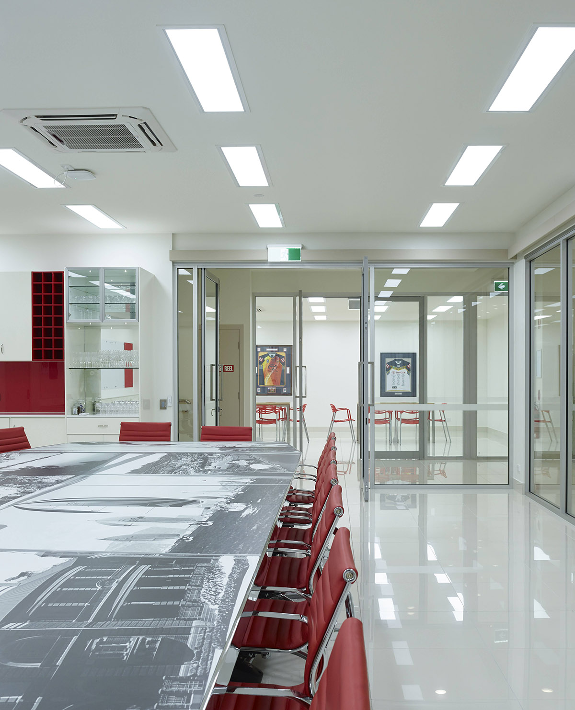 Guymer-bailey-architects-Townsville-Toyota-09.jpg