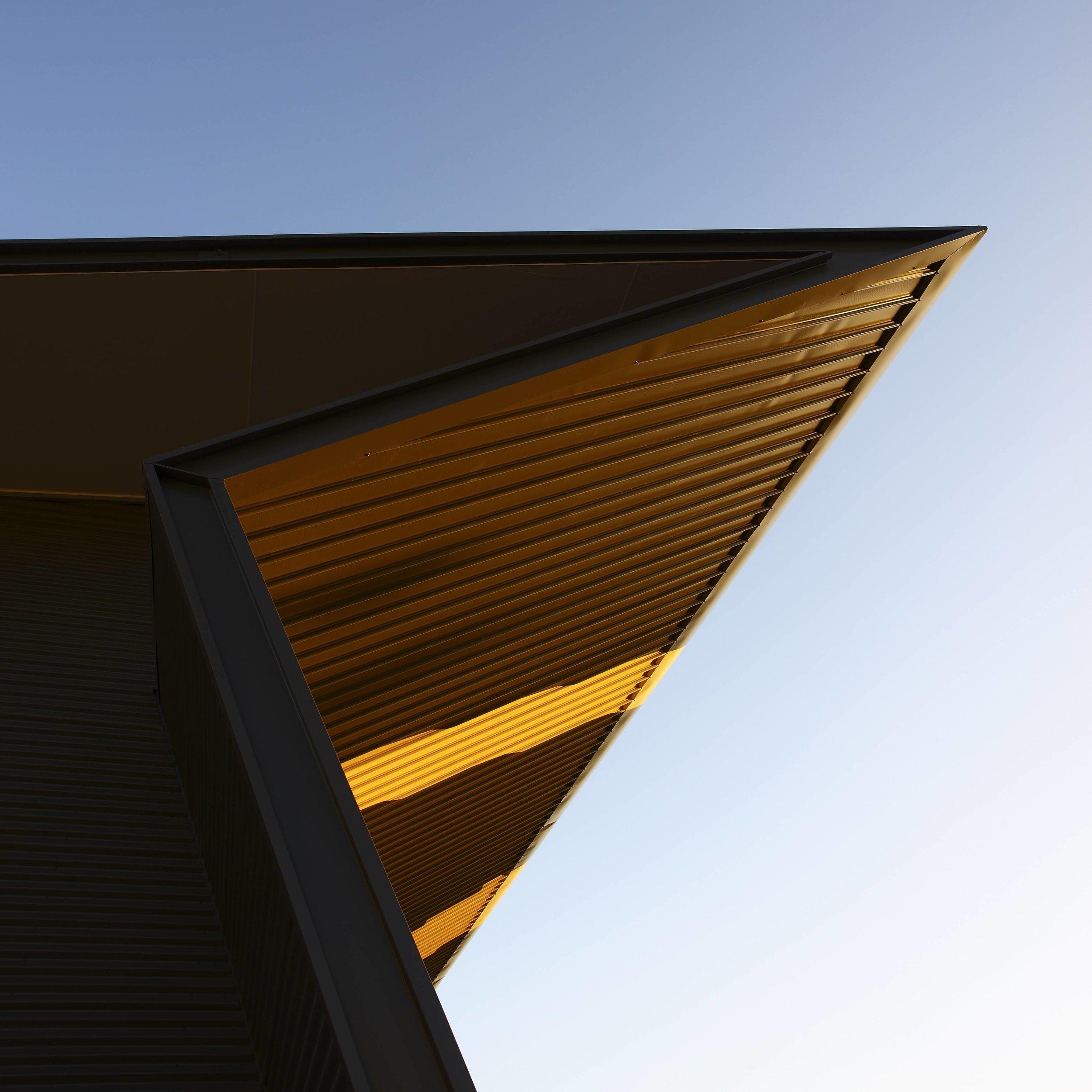 Guymer-bailey-architects-4WD-opposite-lock-06.jpg