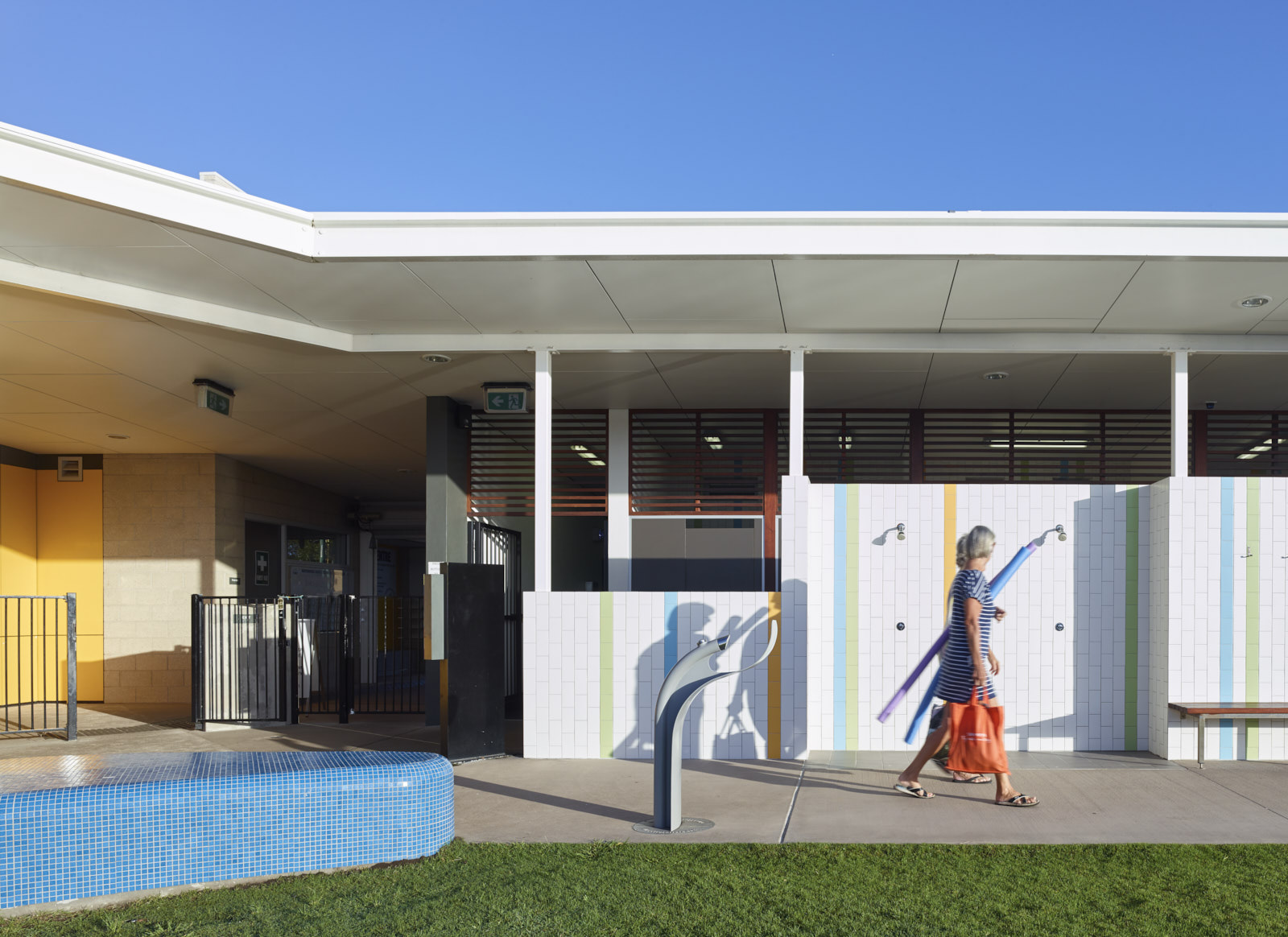 Maryborough Aquatic Centre by Guymer Bailey Architects