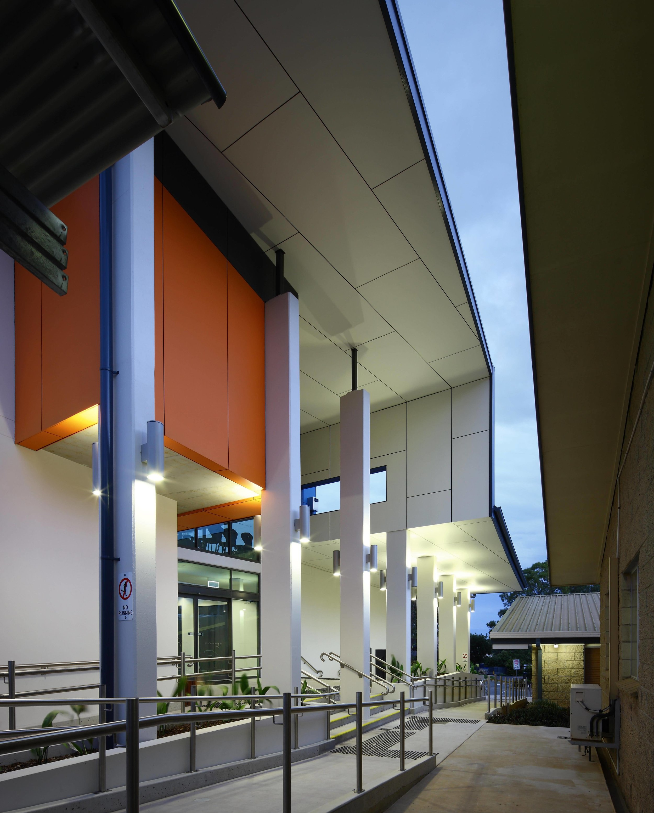 Caloundra-College-Library-Guymer-Bailey-Architects-04.jpg