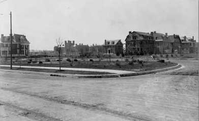 Seven of the first eight houses on Waterman begun in 1906. The street in the foreground is Berlin, later renamed Pershing.  --From the Archives of the University City Public Library, reproduced with permission. Visit the Library's website to see other historic Univ. City photos.