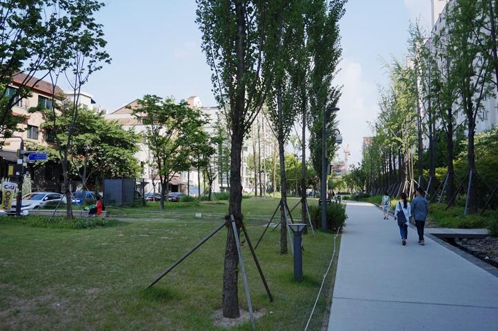 The beautiful park that runs through Hongdae