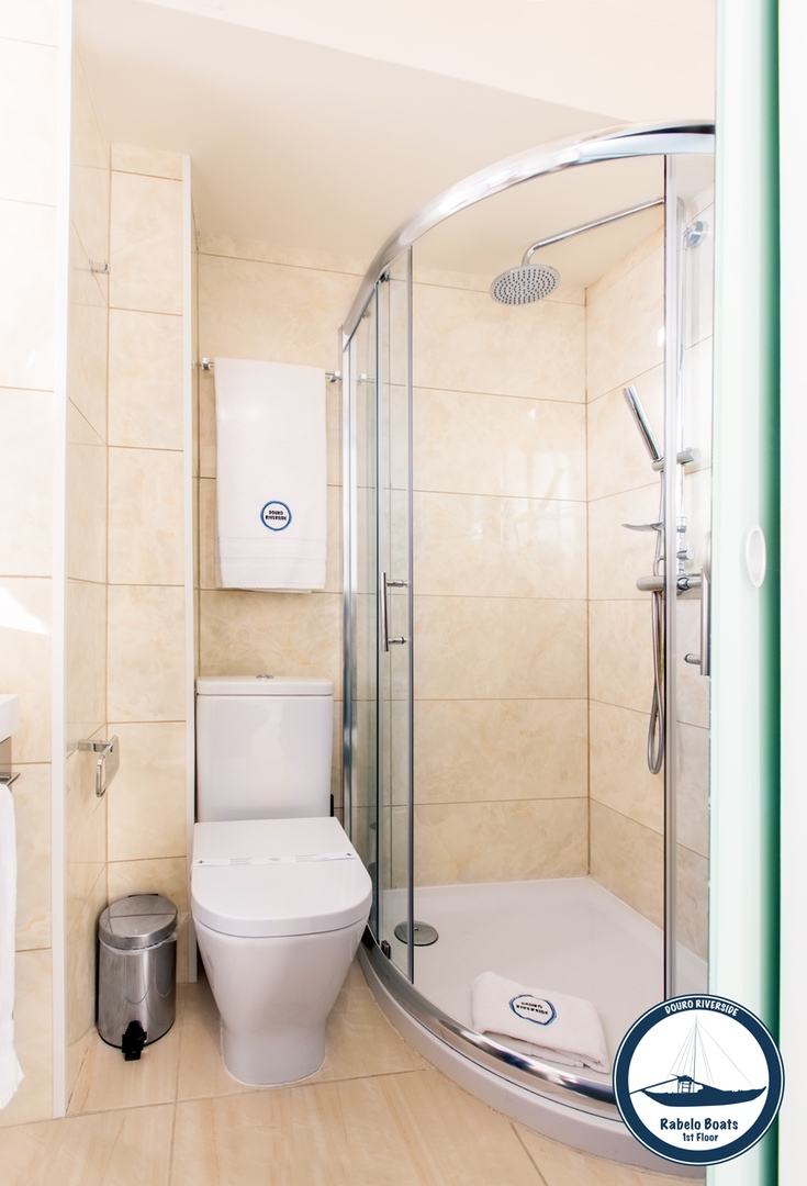 13. Douro Riverside - Rabelo Boats (Bathroom Shower).jpg