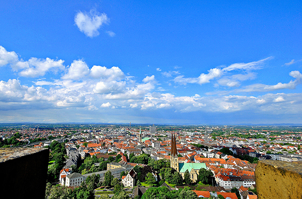 Panorama Bielefeld mit blauem Himmel - Bild: Gerald Paetzer