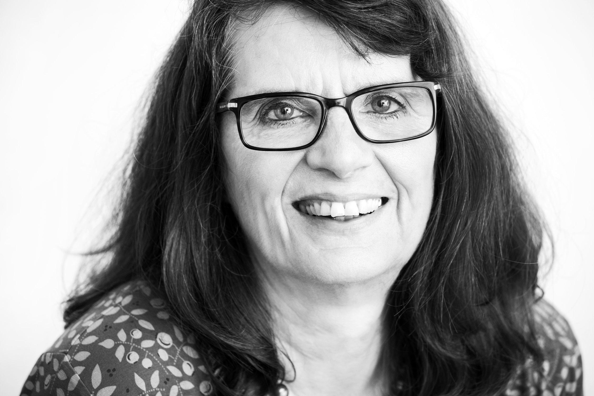 Schwarz-Weiß Porträt Regine Weißenfeld