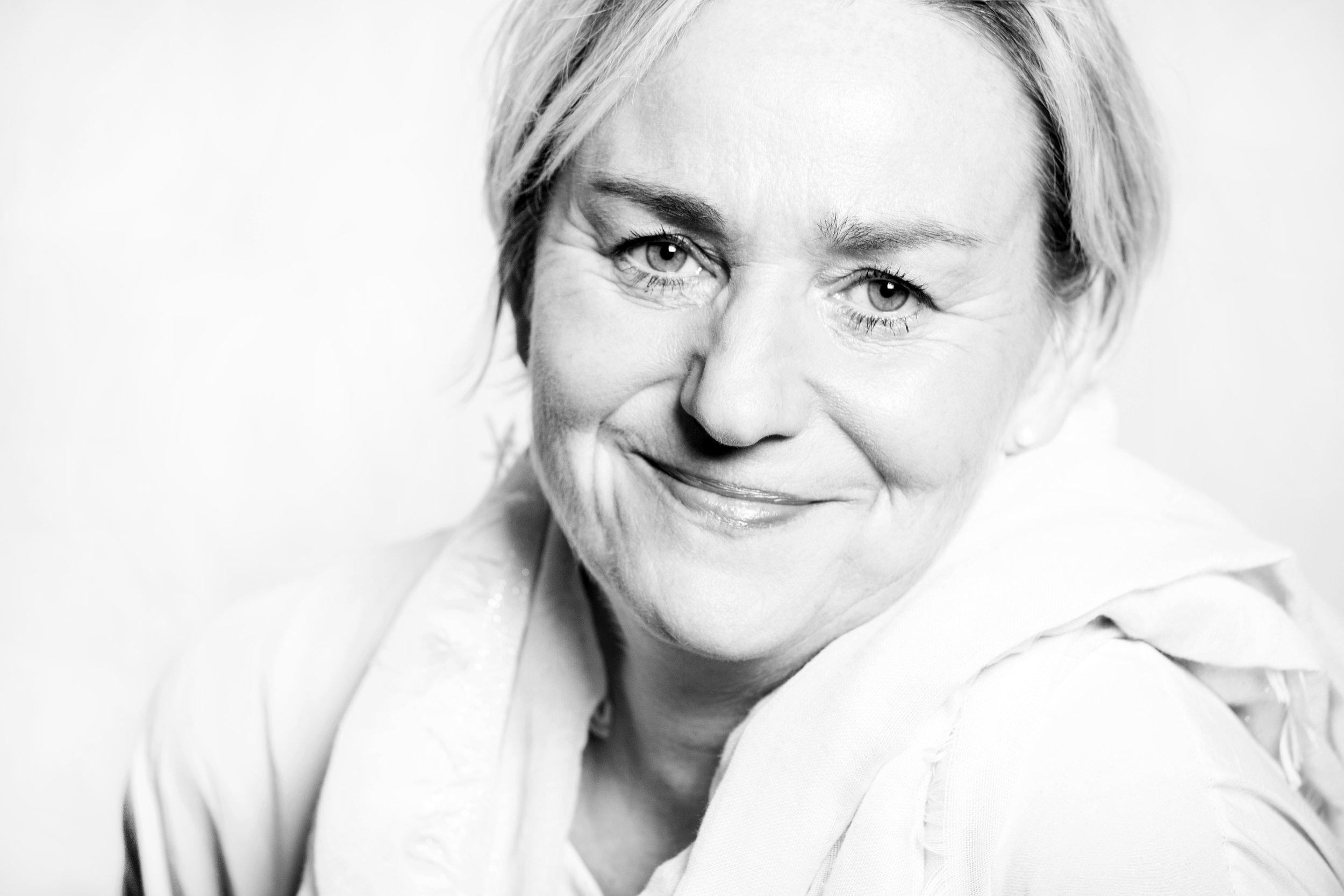 Schwarz-Weiß-Porträt Susanne Grusdas-Schmidt