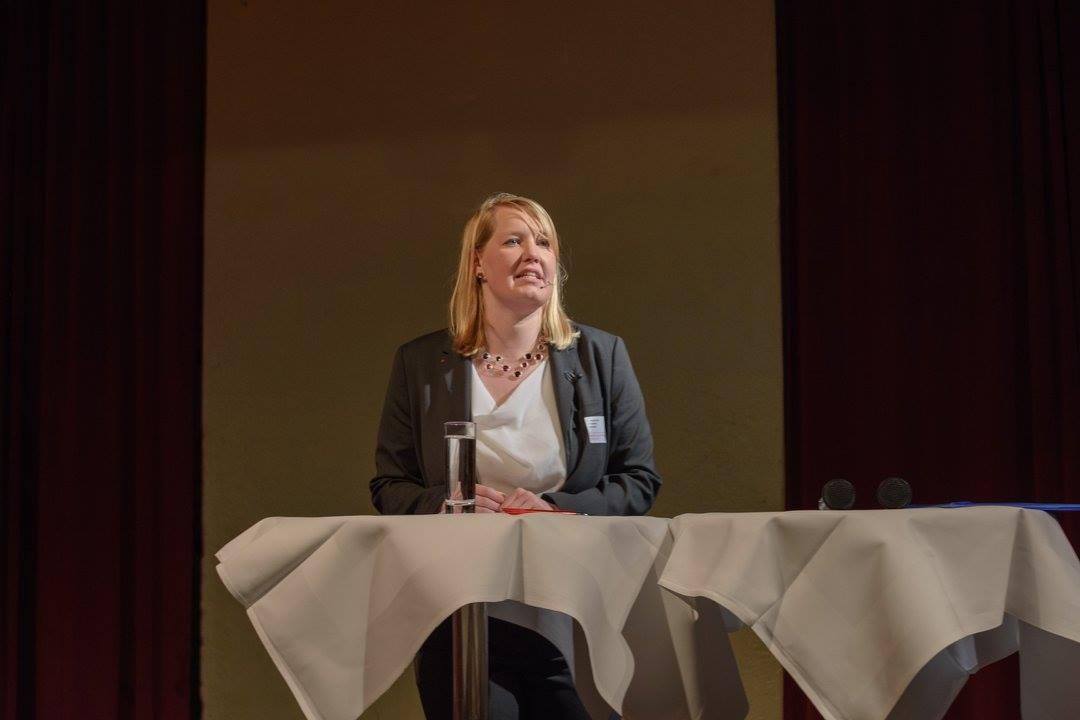 Die Vorsitzende der SPD Bielefeld, Dr. Wiebke Esdar begrüßt die Gäste des Neujahrsempfangs