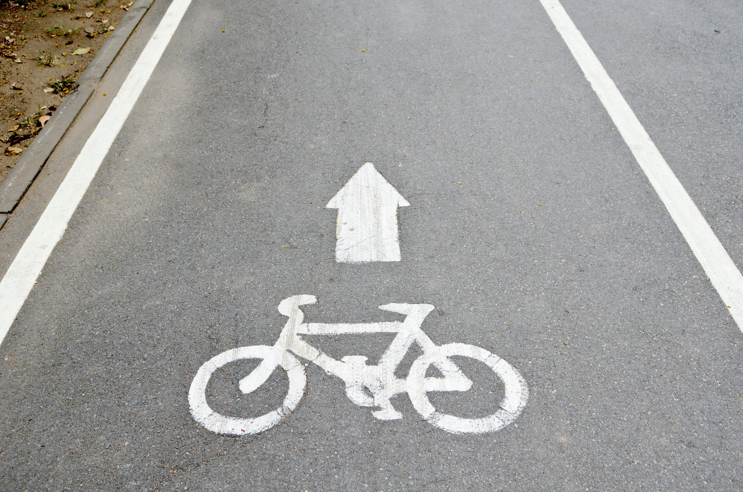 Fahrradweg - colourbox