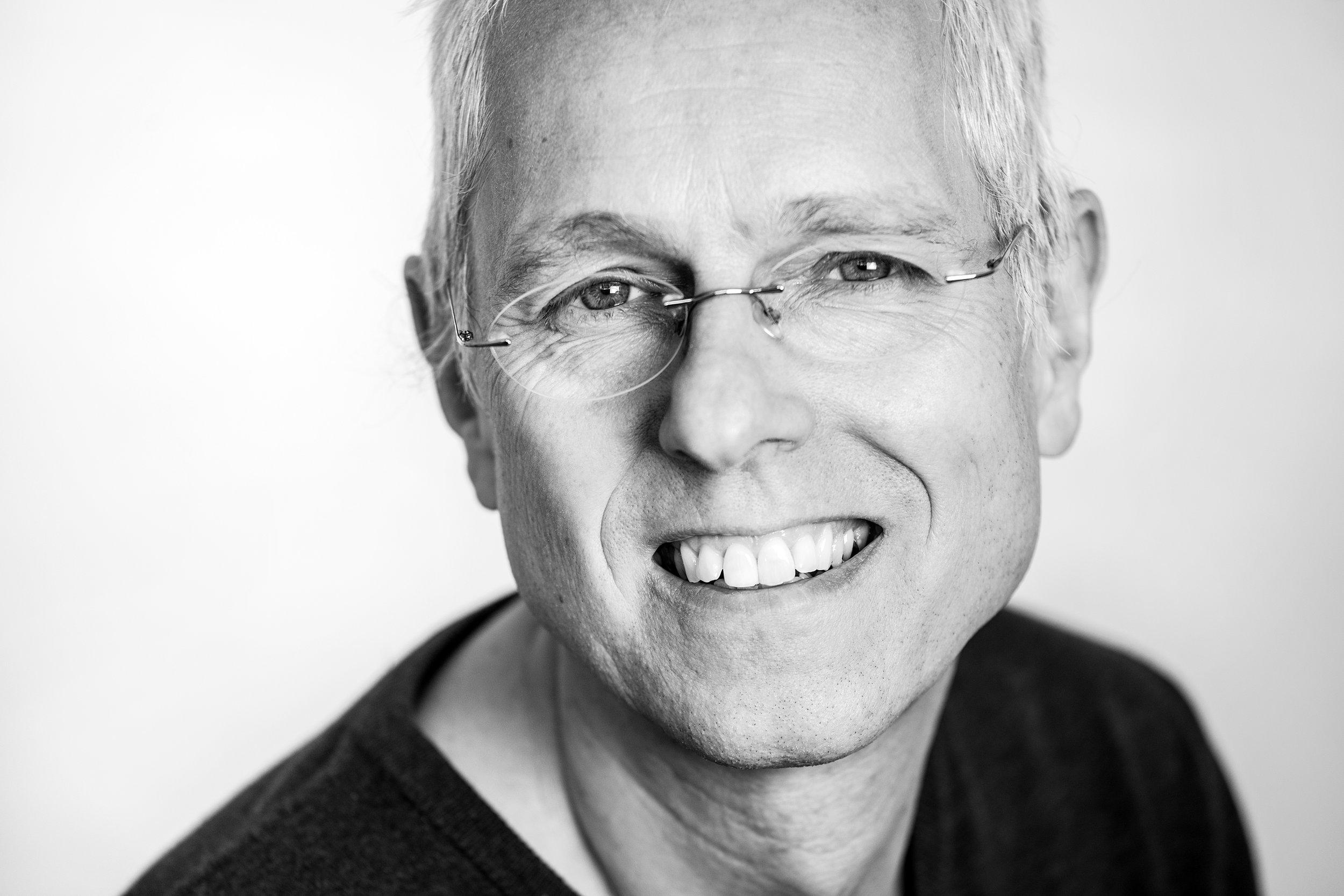 Schwarz-Weiß-Porträt Peter Bauer