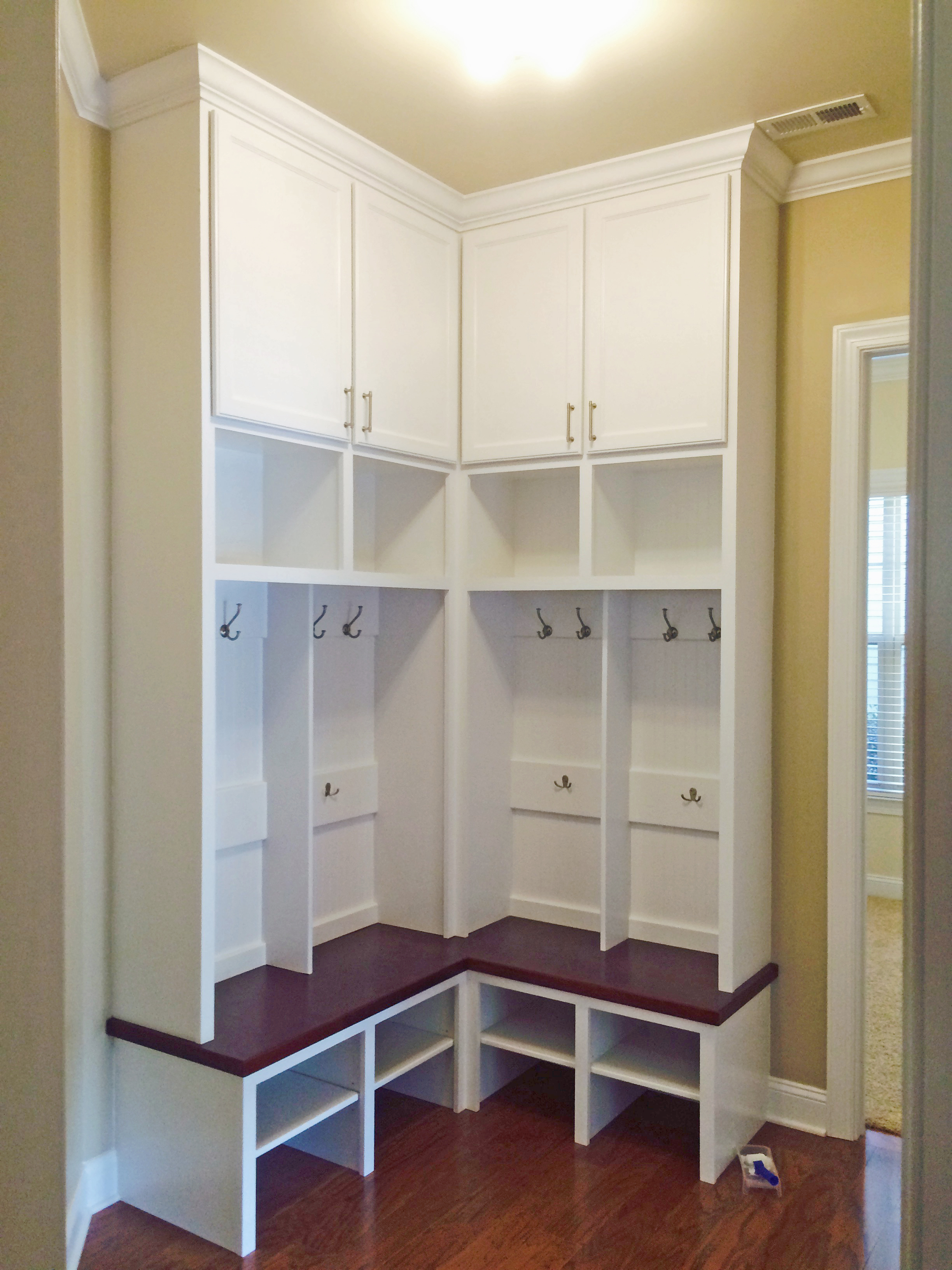 Mud Bench L-Shape with Shaker Doors, Open Cubbies, and Crown