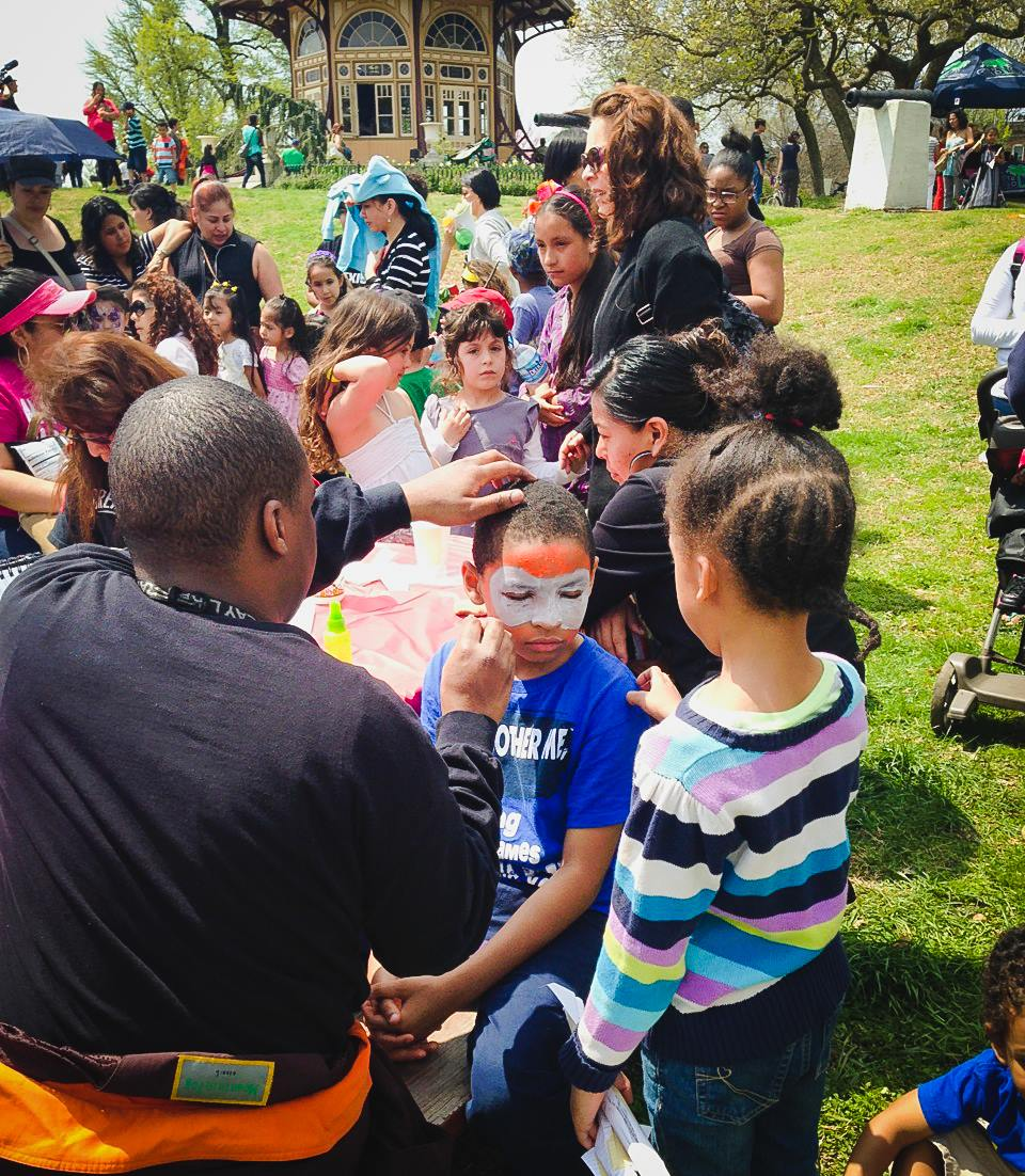 Face Painting is one of the many popular activities at Día del Niño every year.