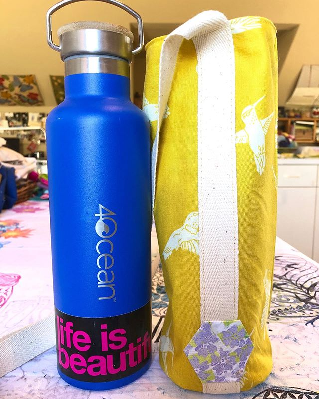 Day 83/100... I am always encouraging my kids to drink lots of water during school. Vi has taken over my @4ocean water bottle for school and requested a bag to carry around to classes. She picked my little hummingbird fabric from the Murmur collection. Turned out perfect for her! @freespiritfabrics #valoriwells #100dayproject #create #the100dayproject #30minutesofcreativity #createdaily #beinspired #artistoflife #hummingbirds #murmurfabric #4ocean #freespiritfabrics