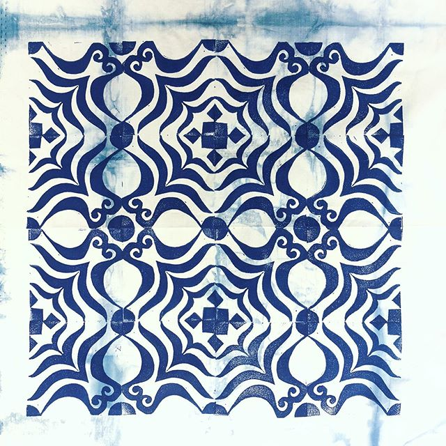 Day 86/100....it has been an inspiring two days. Teaching block printing inspires me, I am always hungry to learn and step outside of my box and am never disappointed after teaching! This is the block I carved for the demo today in Repeated Block Printing. @stitchinpost #stitchinpost #valoriwells #100dayproject #create #the100dayproject #30minutesofcreativity #createdaily #beinspired #artistoflife #blockprinting #printmaker #printmakersofinstagram #indigo #pattern #repeatedpattern #printingonfabric #maker #handprinting #handblockprinting #speedballart #get_imprinted