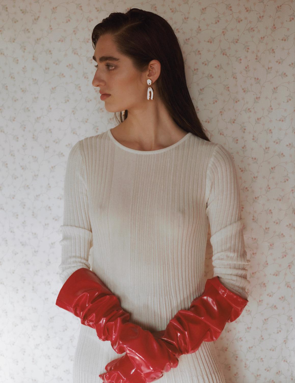 Dress  ALADOMARTINS  Gloves  BELLEDEJOUR studio    Jewellery  PEEDRUSCO