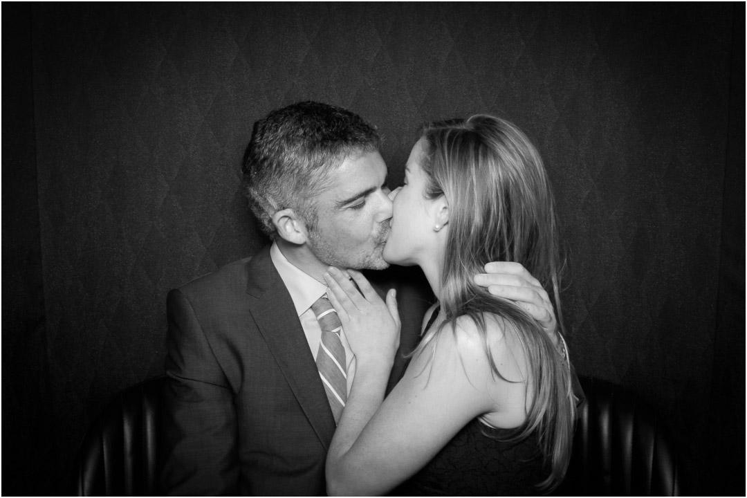 lucky_photo_booth_kiss_|_luckyphotobooth.