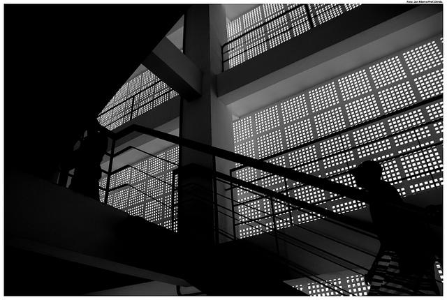 Vista interna da Caixa D´água de Olinda-PE, projeto de 1934 e primeiro edifício a utilizar os cobogós como fechamento externo.  (fonte:https://www.flickr.com/photos/prefeituradeolinda/8737680865)