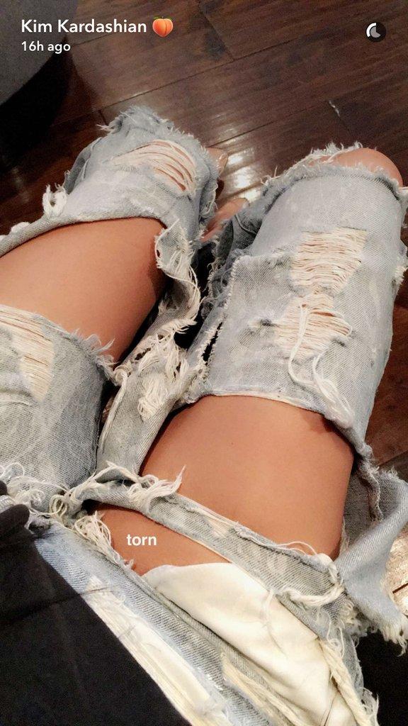 Kim-Kardashian-Ripped-Jeans-January-2017.png