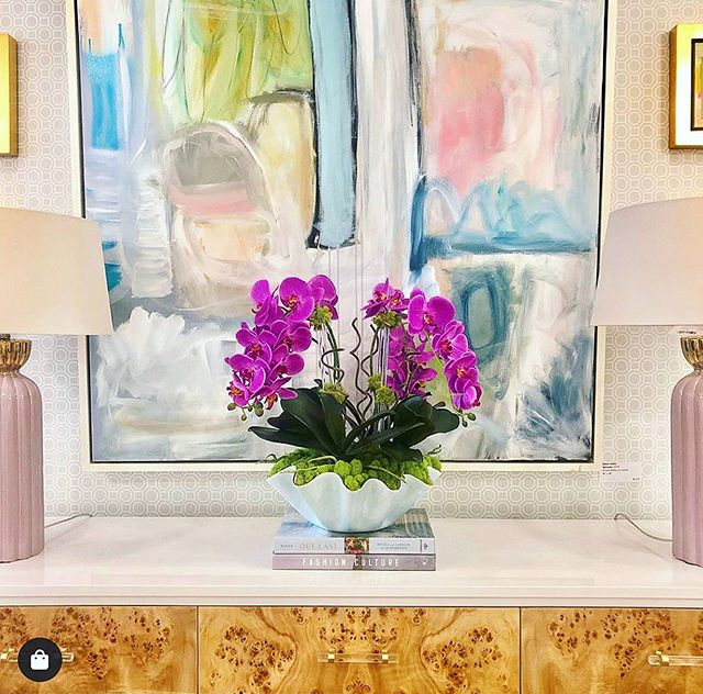 @thecollectivedallas does it again with some beautiful florals in  @susangordonpottery and some @allisonhobbsart ✨ Go visit @thecollectivedallas for details on this available work! #allisonhobbsart #designandart #floralsandart #contemporaryabstract
