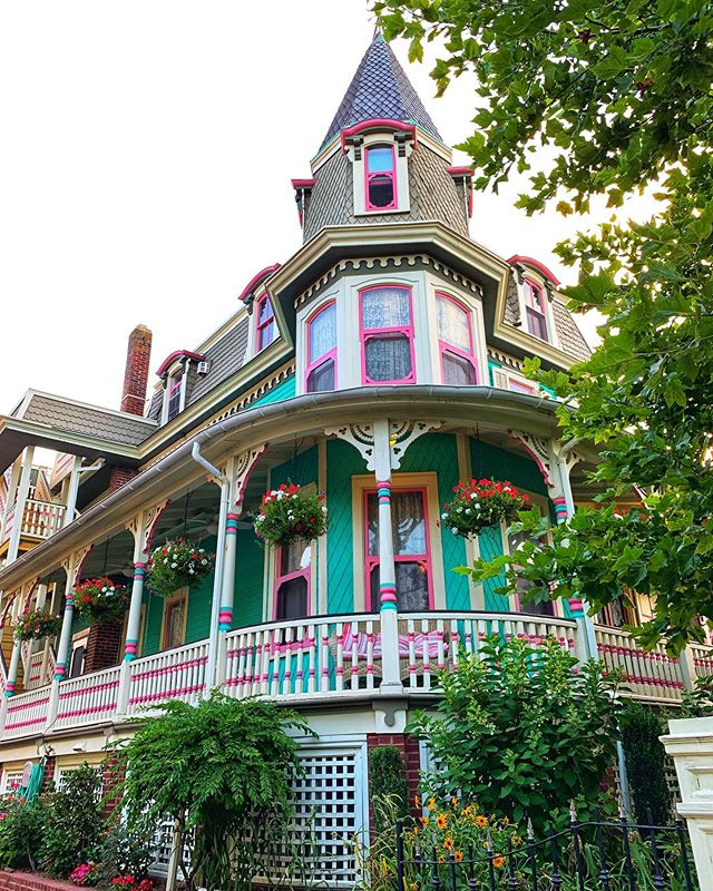 Victorian beauty at the shore. 😍 . . . . .  #realtor #realestate #susiesellsphilly #sellingphilly #bhhsrealestate #sellingphiladelphia #philly #phillyrealestate #philadelphia #philly #susiesells #sellwithsusie #buywithsusie #athomewithsusie #buyers #sellers #investors #firsttimebuyer #investmentproperties #phillyhomesforsale #realestateexpert #theericfoxteam #efoxhomes #capemay #victorian #jerseyshore