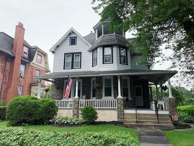 Showings in Delaware County. Don't you just love a Victorian home? ❤️🏡