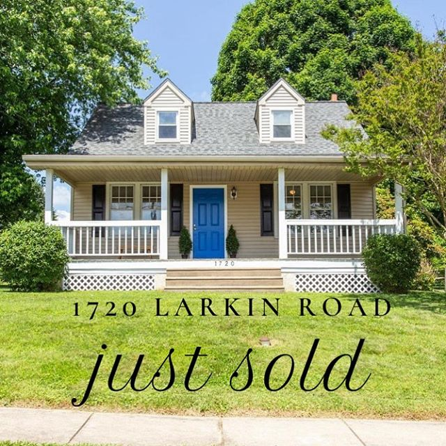 🏡Just sold! Congratulations to my clients who settled on this adorable Cape Cod style home in Delaware County!