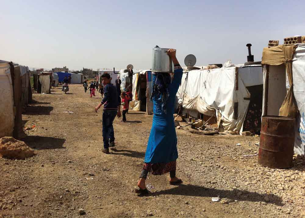 Woman+carrying+pot+in+refugee+camp.jpg