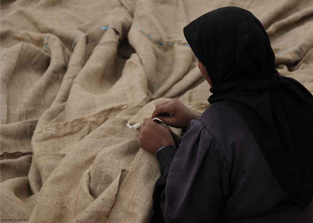 Syrian+woman+sewing+canvas.jpg