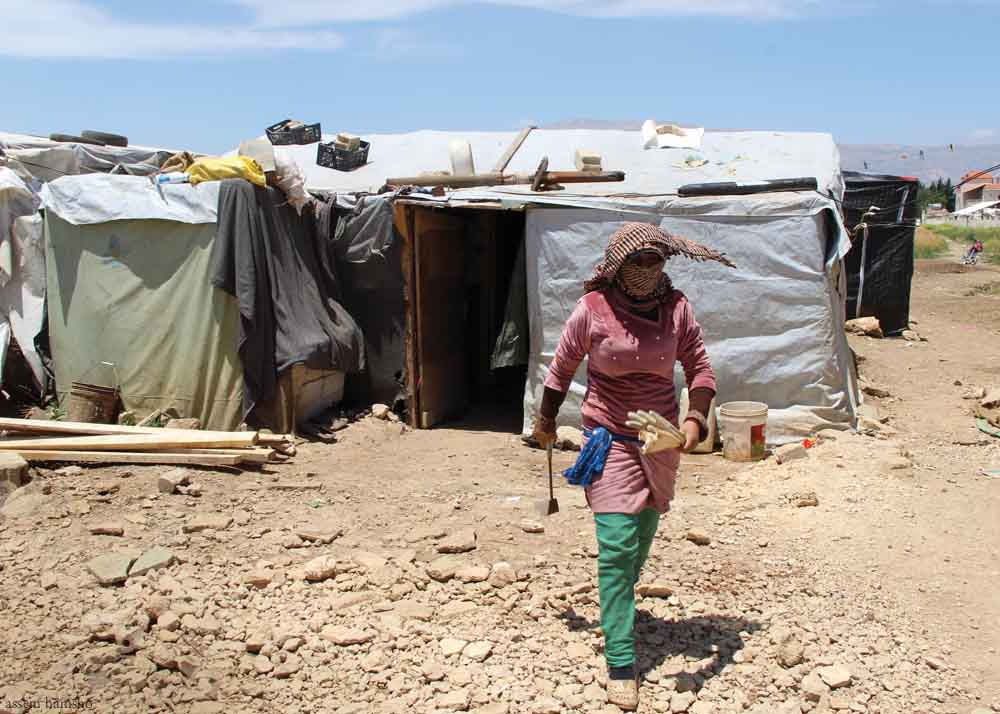 Syrian+woman+carried+ladle.jpg