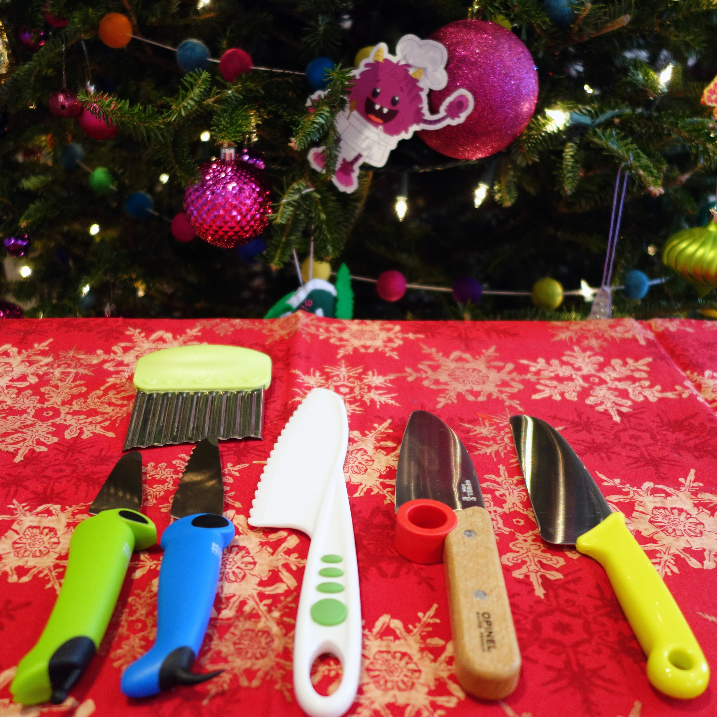 Gift guide for kids who like to cook - knives for kid chefs