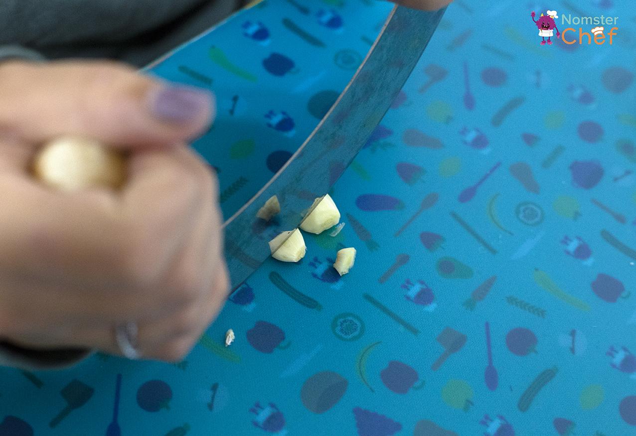 Kitchen_Vocabulary_Garlic-Cloves_Edamame Dip_31.jpg