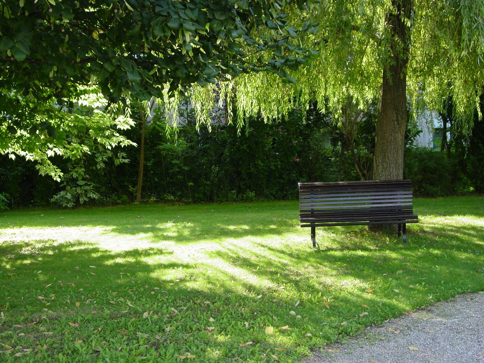 Le-Verger-Bench.jpg