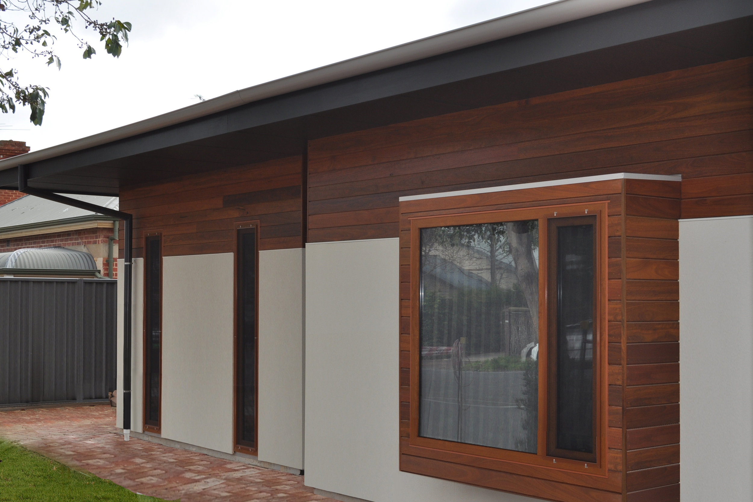 Leabrook 2 ext front window 003.jpg