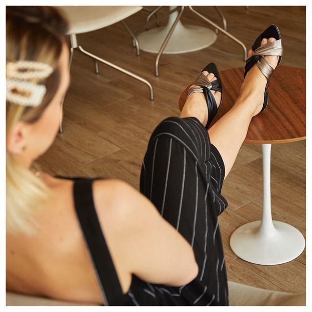 Rasteira Bico Fino Nó Mestiço é a rasteira mais confortável que você vai experimentar!⠀⠀⠀⠀⠀⠀⠀⠀⠀ Feita de couro mestiço nossa rasteira tem um desing diferenciado com o bico folha.⠀⠀⠀⠀⠀⠀⠀⠀⠀ ⠀⠀⠀⠀⠀⠀⠀⠀⠀ #tlnómestiço