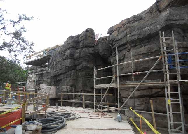 Houston Zoo - 4 rockwork at waterfalls - under construction.jpg