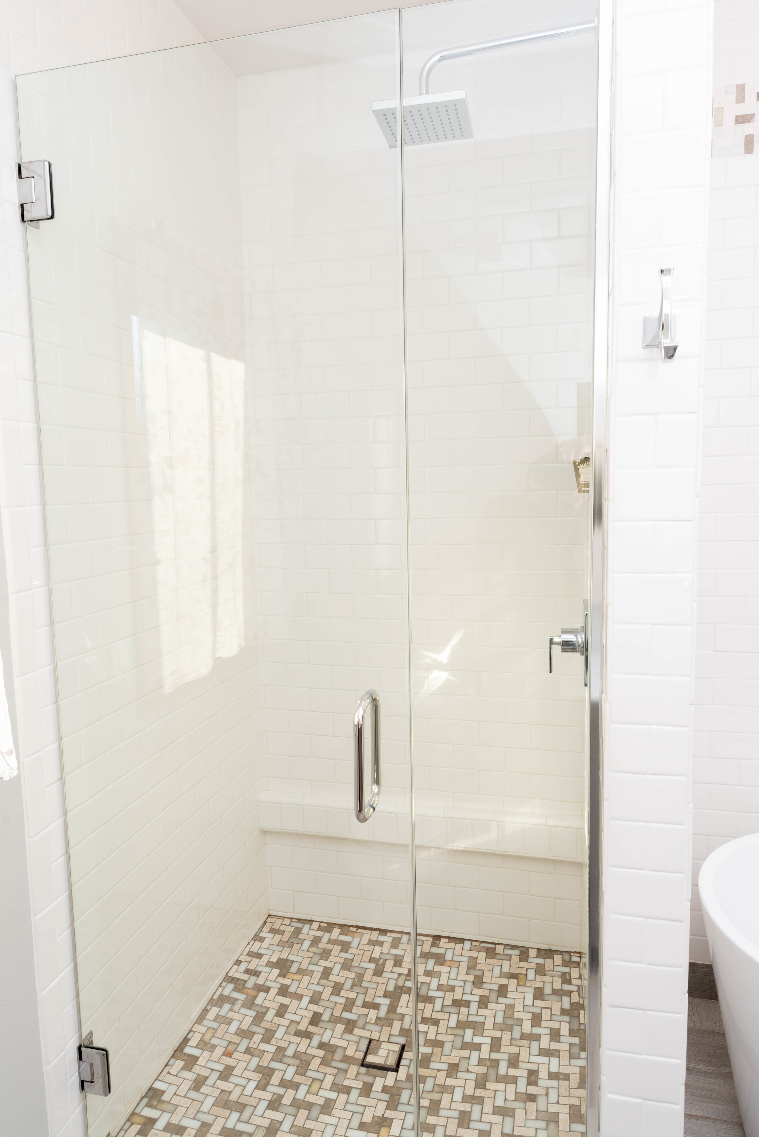 106 closed shower door.jpg