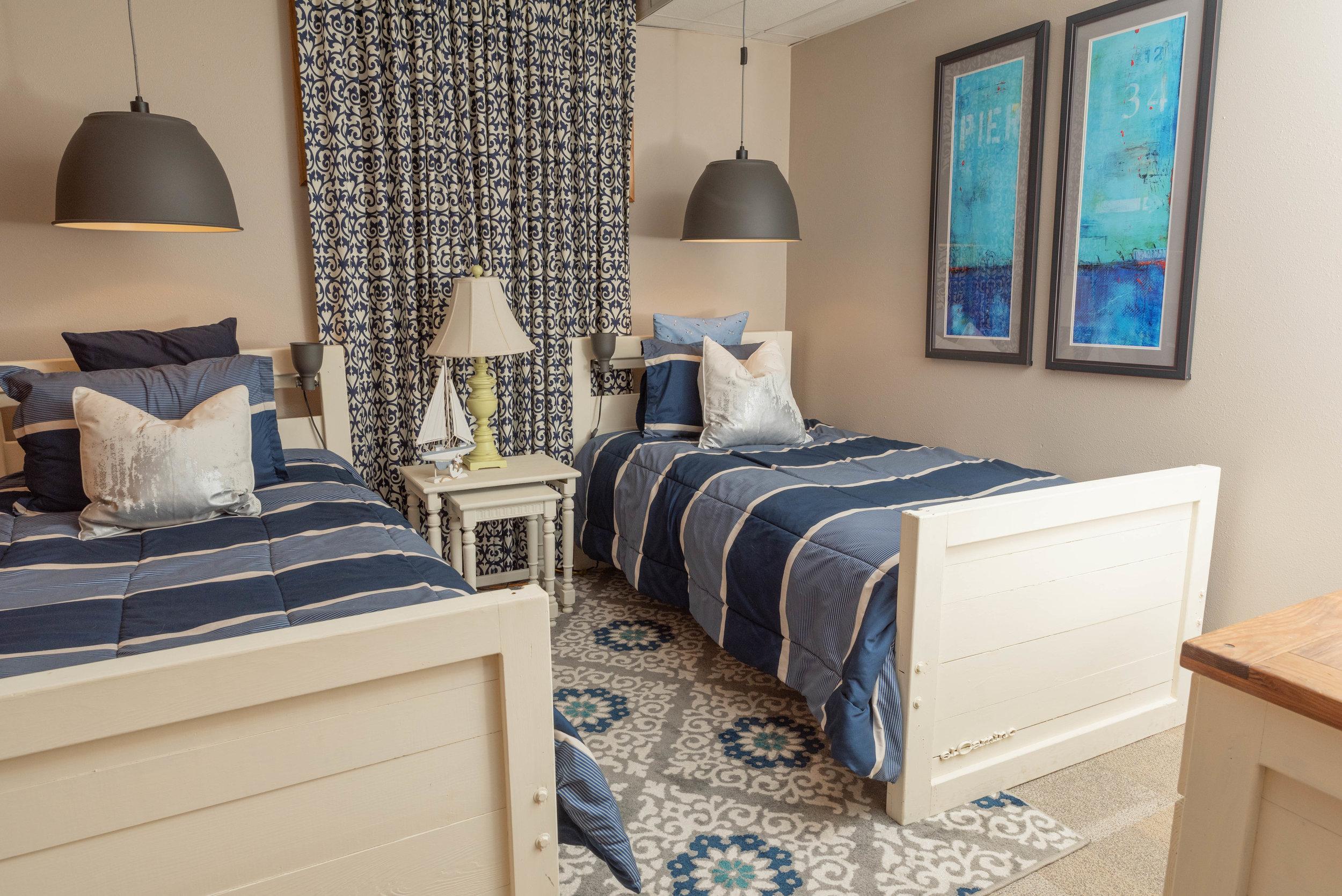 100 guest room 2 beds.jpg