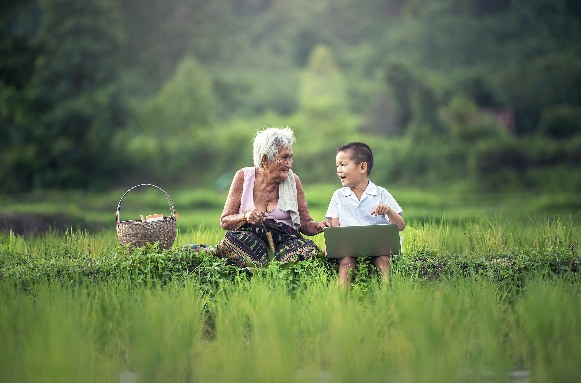 grandmother-1822564_1920.jpg