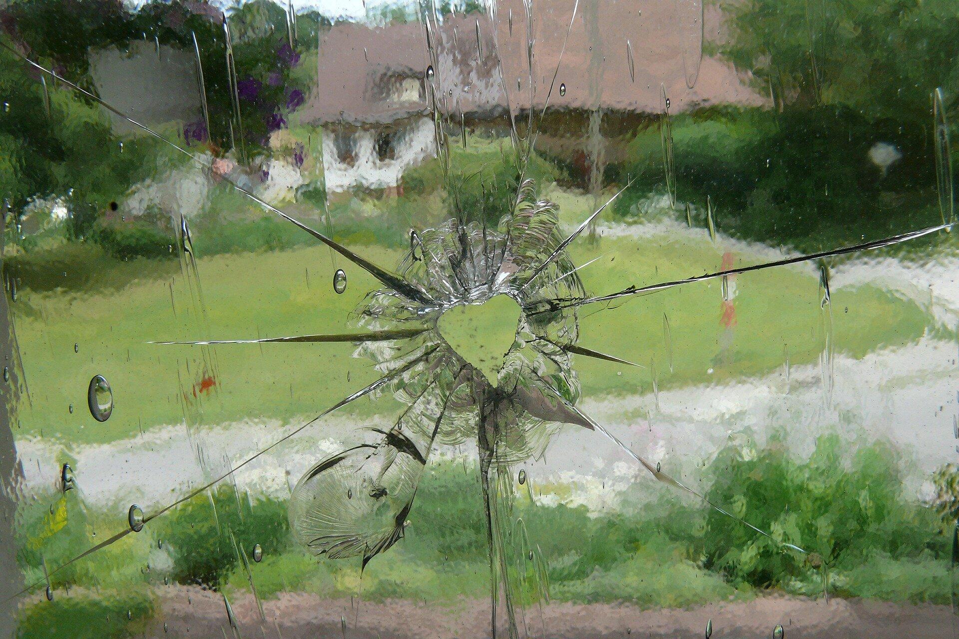 glass-423551_1920.jpg