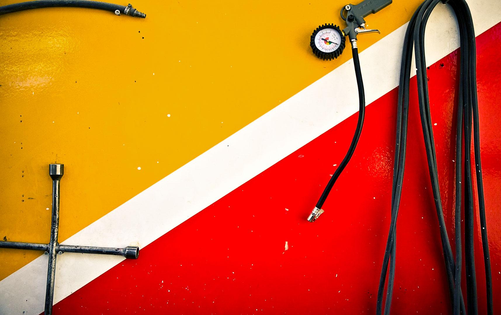 Et moderne værksted, der har specialiseret sig i alle former for lakering af personbiler   Når kvalitet er mere end farve