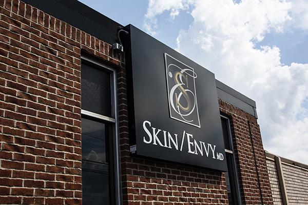 sign skin envy 0600.jpg