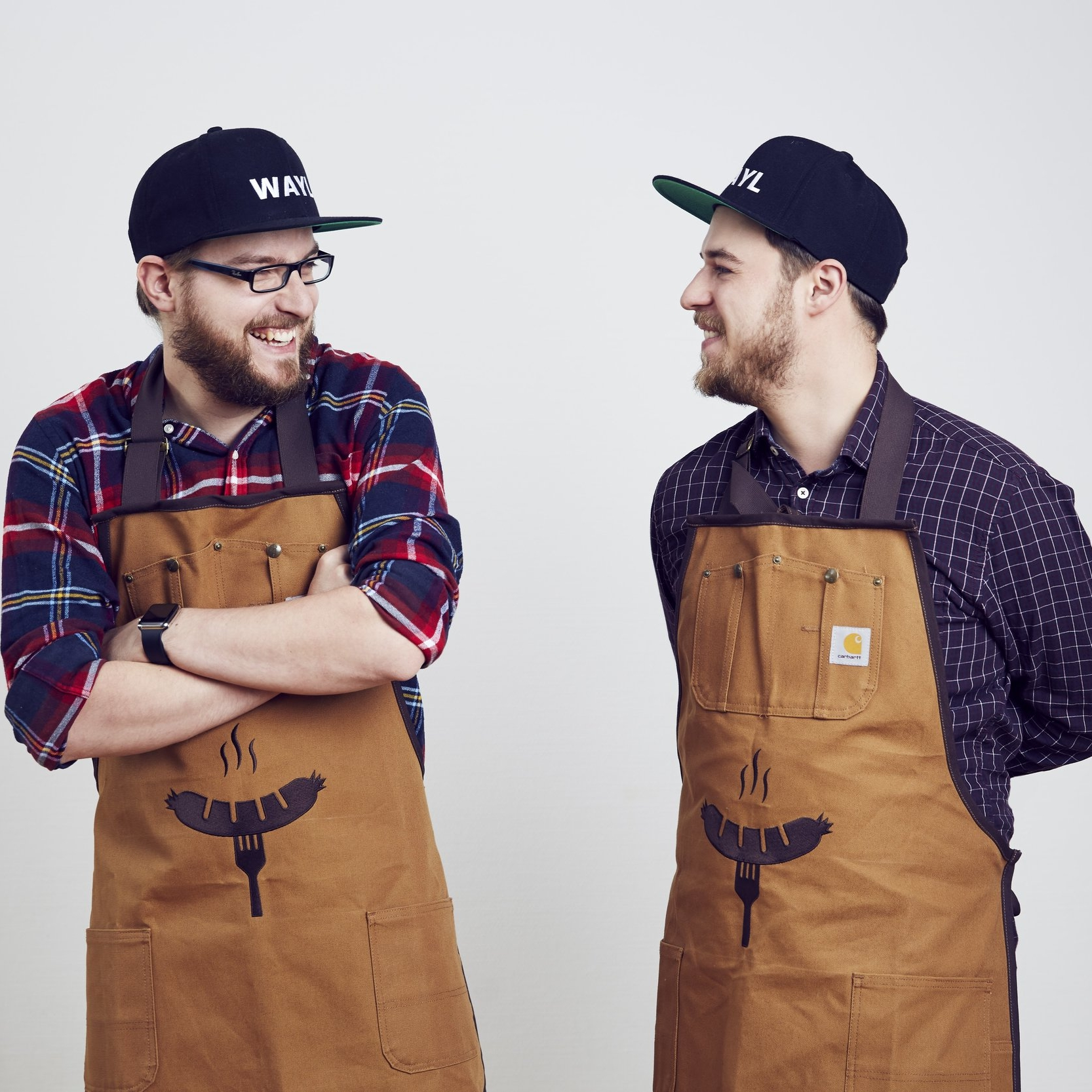 """Wurst app your life              """"Wurst app your life!"""" - ist das Credo von Fabian & Fabian. Die beiden Hobbyköche haben eine App entwickelt, die ihre Nutzer in das Geheimnis des Wurstens einführt. Mit Rezepten für Salsiccia oder Norwegische Lachswurst und mit handwerklichen Tipps fürs Wurst drehen wollen die Macher sich für das Fleischerhandwerk stark machen. Das erklärte Ziel: Den Austausch zwischen Verbrauchern und Metzgern fördern und das Bewusstsein für Qualität und Herkunft des Fleisches schärfen."""