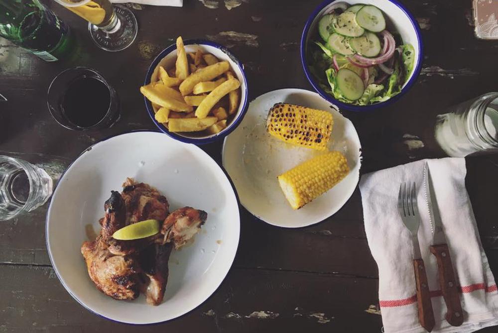 Einfach gutes Hähnchen aus guter Haltung mit schlichten köstlichen Beilagen gibt es bei Vantspit in Amsterdam.