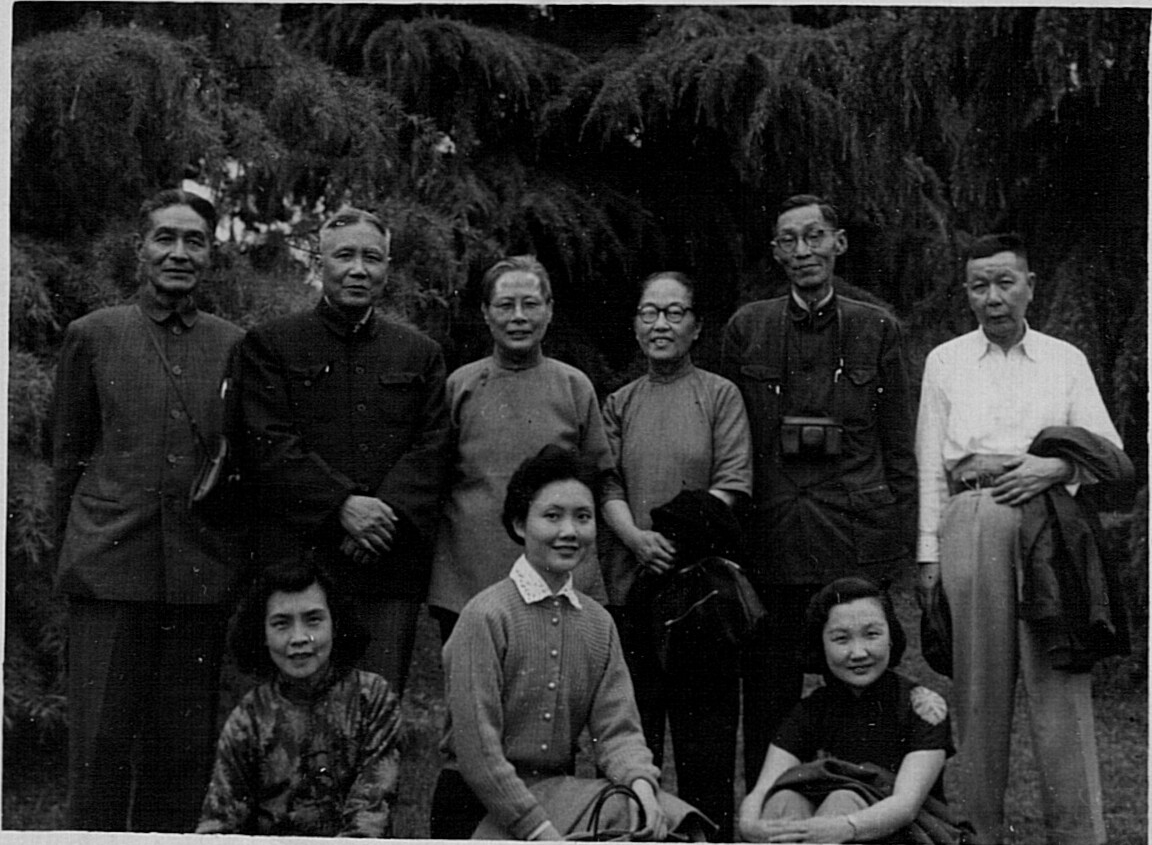 Han Ho, Lulu and friends visiting Jiaxing, Zhejiang